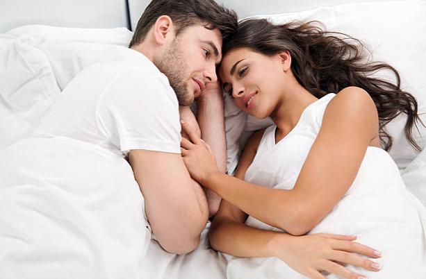Svegliarsi al mattino guardarla ed essere felice questo è il modo per trovare e riconoscere la donna giusta